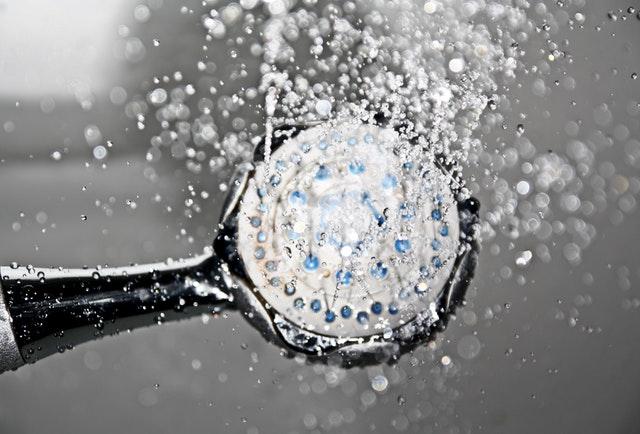 Wanna czy prysznic? Zużycie wody