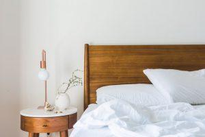 Łóżka z podnoszonym stelażem i pojemnikiem
