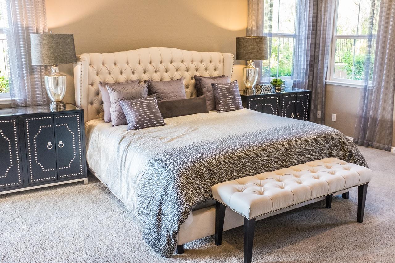 Miękki i wygodny zagłówek do łóżka. Jak wybrać odpowiedni?